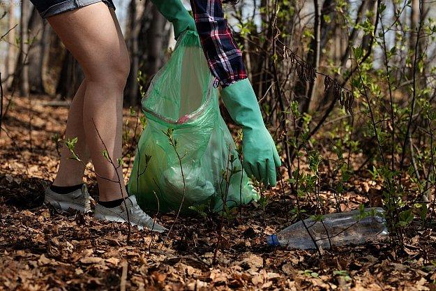 Sběr odpadků na Nemošické stráni