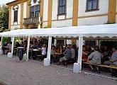 Burčákové slavnosti na zámku v Cholticích Aneb ochutnávky nejen burčáku