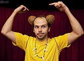 Caveman - slavná one man show v kině Hvězda