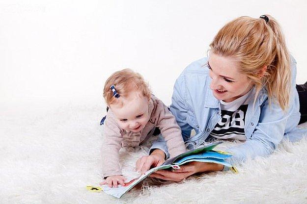 Bookstart - S knížkou do života: besedy s odborníky: Vývoj dítěte od narození