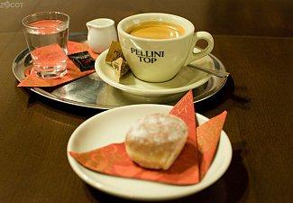 espresso s minikoblížkem