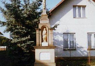 Kamený kříž s Ježíšem