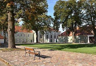 Národní hřebčín Kladruby nad Labem - stáje a zámek