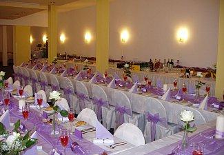 Svatební tabule - lila fialková