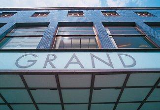 Grand - nákupní centrum