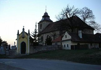 Mikulovice u Pardubic u kostela - hřbitov