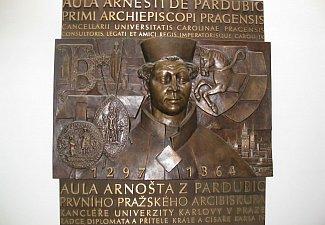 Arnošt z Pardubic - bronzový reliéf