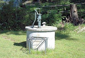 U Senického rybníku - studna