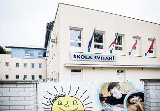 Budova školy SVÍTÁNÍ, Komenského 432, Pardubice