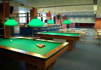 sál, pohled od billiardů, uprostřed možnost rozdělení